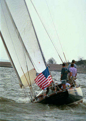 Hinkley 41, cruising at hull speed